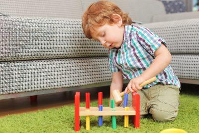 おもちゃで遊ぶ音は階下に響く