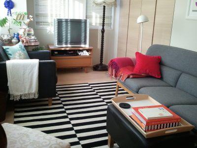 一人暮らしのお部屋に敷かれたSTOCKHOLM