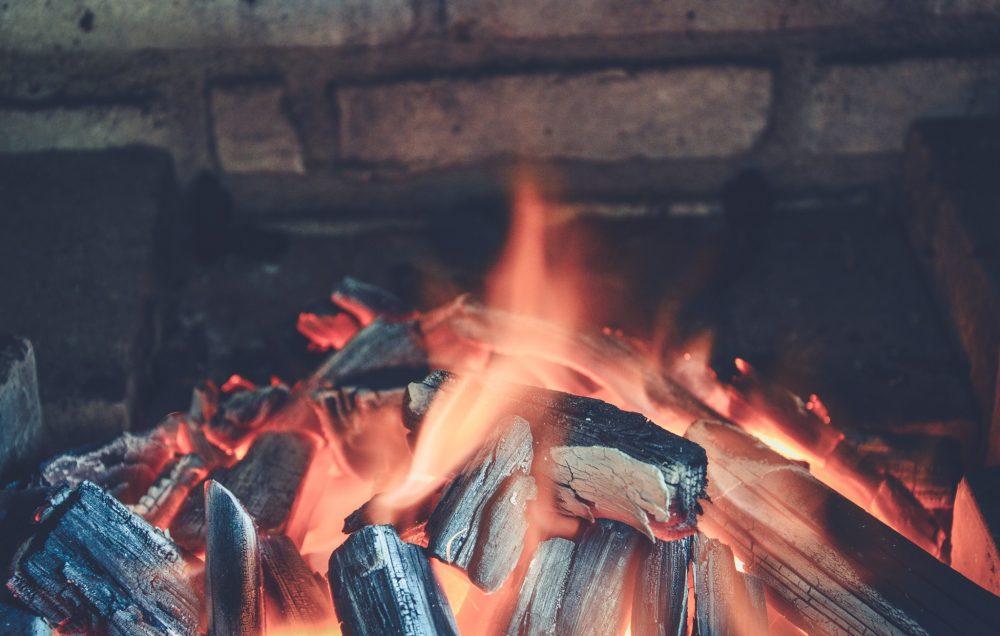 冬の温かい暖炉